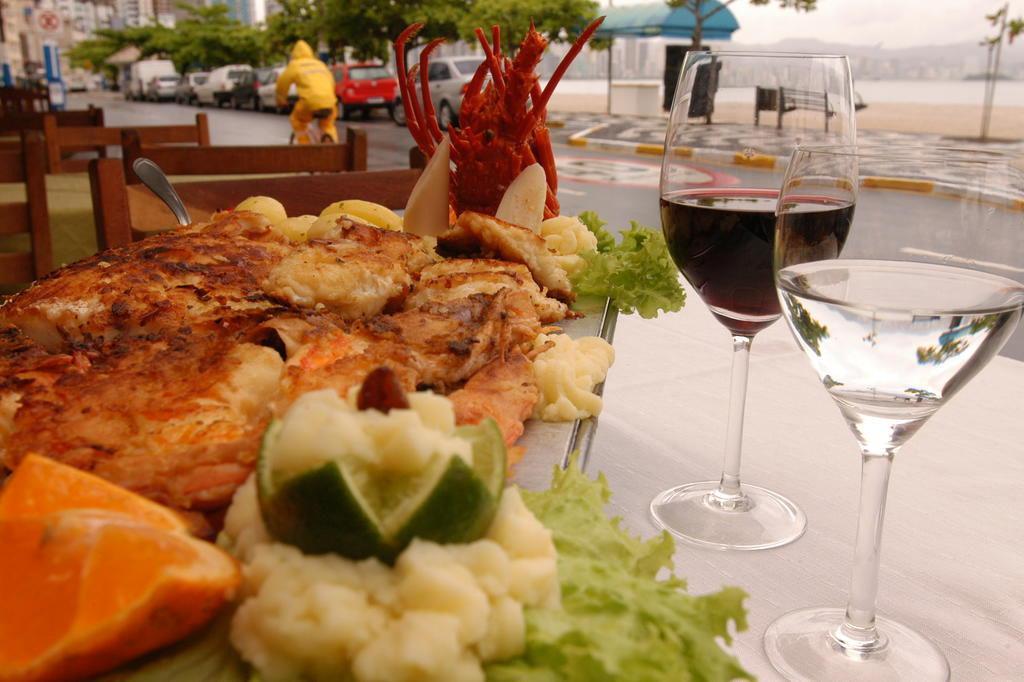 Resultado de imagem para restaurante lago da sereia em balneário