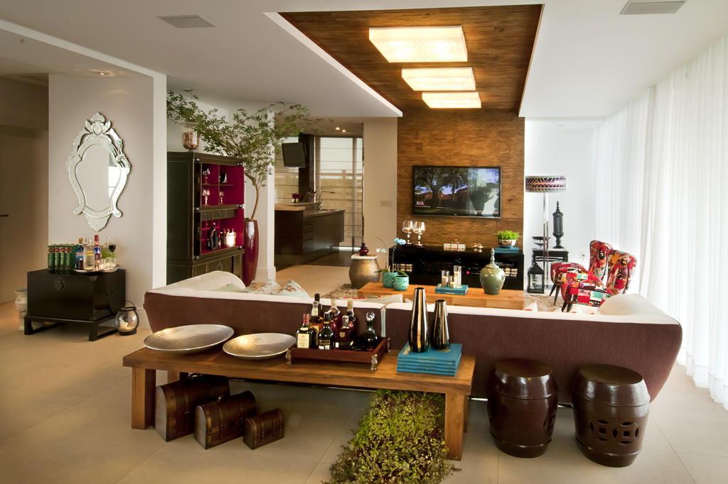 Sala De Tv Rustica Moderna ~ esta é a sala de tv que ganhou um detalhe em madeira de demolição