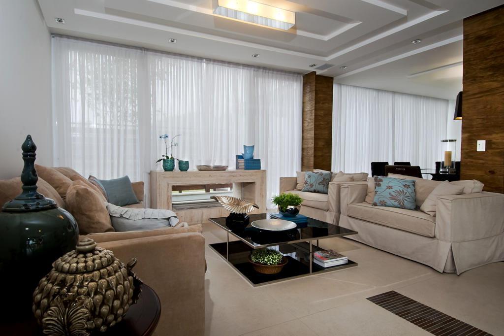 Sala De Estar Com Uma Parede Azul ~ Elegância pontual com um mix de estilos