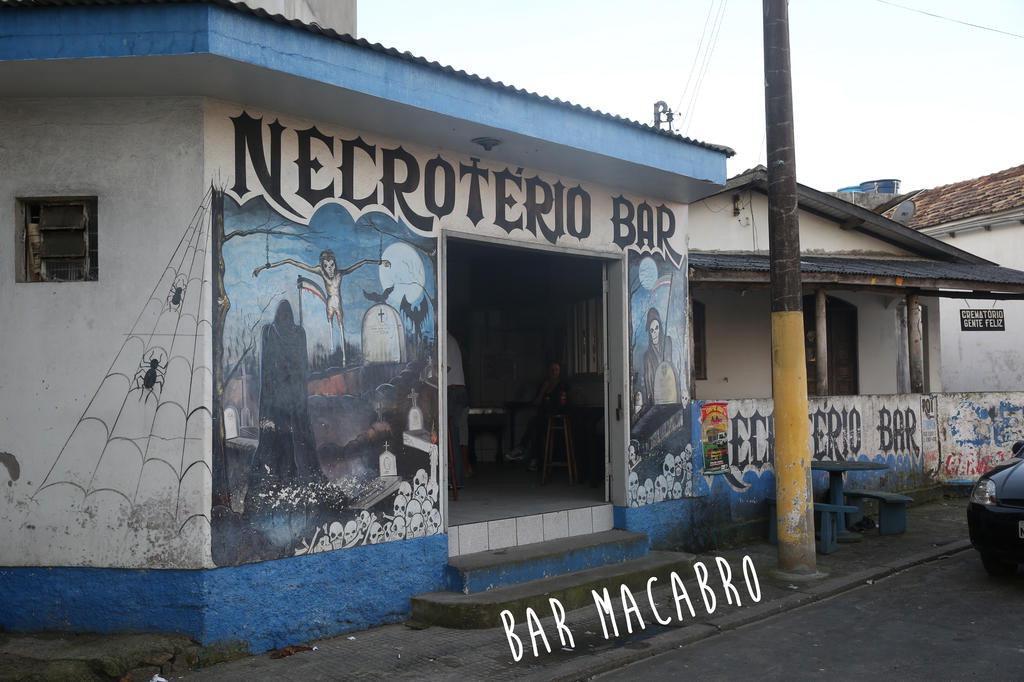 Bar macabro